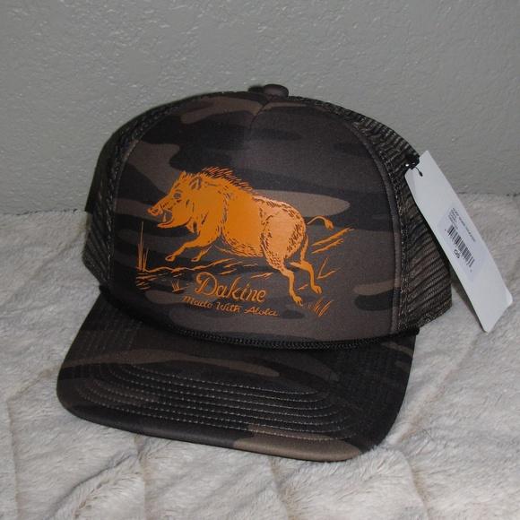 9b82a139883 New NWT Dakine Surf Boar Trucker Hat Camo